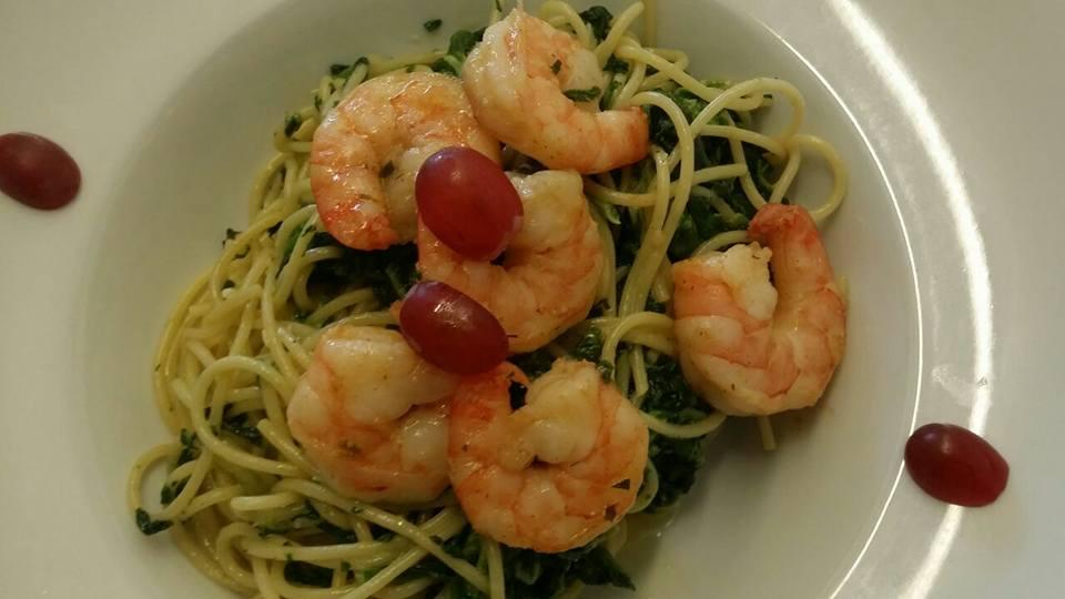Spaghetti mit Blattspinat und Gambas
